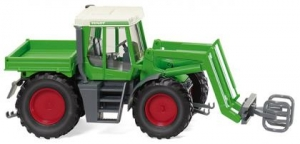 Fendt Xylon mit Ballengreifer
